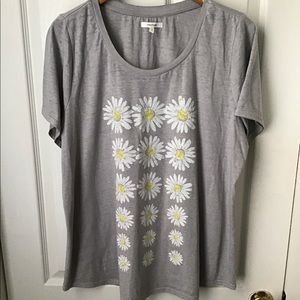 Maurice's gray T-shirt with daisies plus size 1